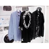 lavagem a seco em roupas