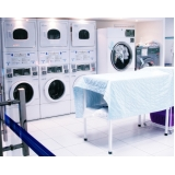 serviço de lavandeira de lavagem a seco Jaraguá